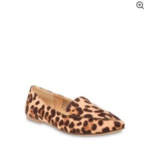 TIME AND TRU LEOPARD PRINT FEATHER FLAT